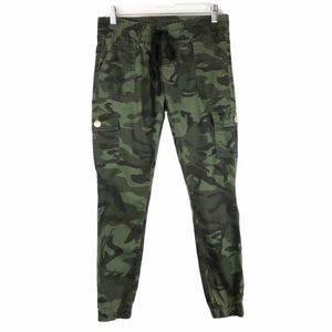 Camo print cargo skinny jogger ankle pants 9/10